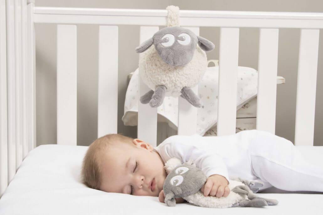 sovebamsen ewan drømmesau, spiller white-noise og beroligende lyder..