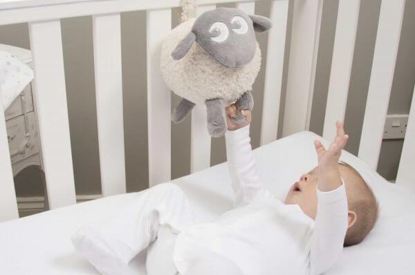 Baby produkter Ewan i bruk 600x397 - Kompispakken: Drømmesauen Ewan og Snuggly