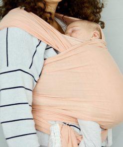 Blush Bæresjal med en liten søt baby