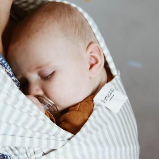 nyfødt i bæresjal 2019